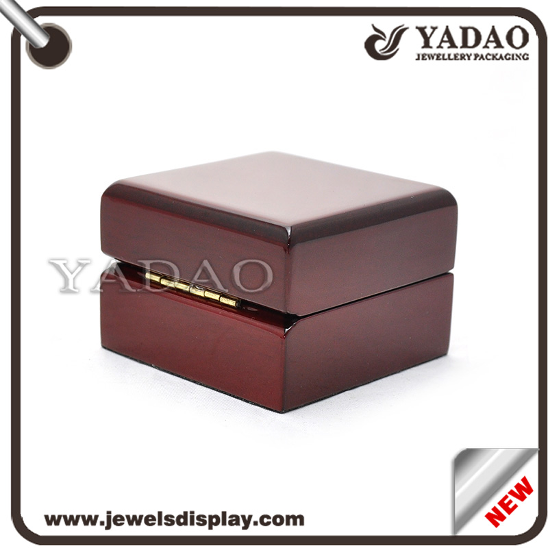 Jewelry boxes wooden jewelry box solid wood jewelry box for Solid wood jewelry chest