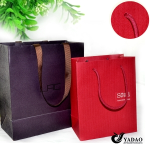 2014 newest paper jewelry packaging bag with print logo for shopping China manufacturer