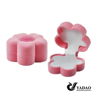 2015 newest fashion hot selling pink velvet jewelry boxes for ring made in China