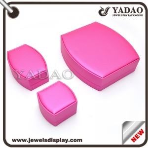 2015OEM Elegant Red Leather Cover Plastic Model Packaging Jewelry Necklace Box
