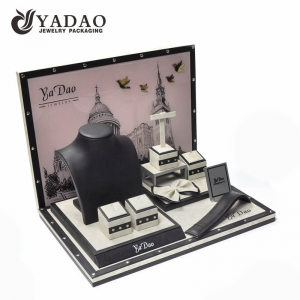 2017 Winter New Fashion for Jewelry Display---Leatherette display set with  rivet as ornaments suitable for exhibiting fine jewellery.