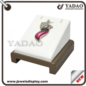 China supplier can customized wooden covered to leather jewelry display pendant stand