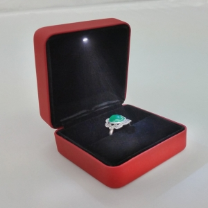 Chinese manufacturer of high class  leather necklace and pendants boxes for jewellery packing and display used in jewellery counter and window showcase with LED light