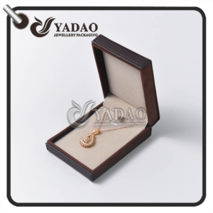 Bespoke leather pendant box with excellent quilting and logo printing made by Yadao.