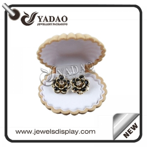 Cute sea shell shape jewelry box with customized insert suitable for ring, necklace and earring.