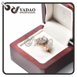 High end wooden ring box with glossy piano finish which is the  perfect match of your diamond ring and gem ring.