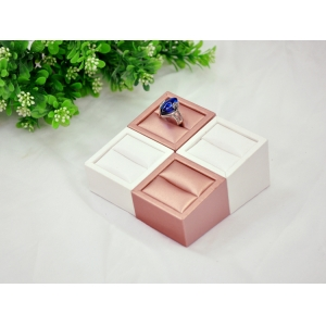 High quality leatherette slotted ring display set