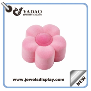 High quality soft brushy velvet ring box cute pink flower shape ring package made in China with favorable price
