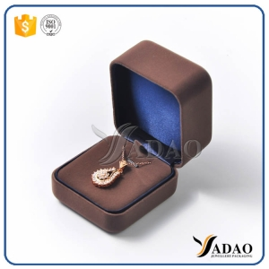 Luxury romantic delicate stockage comfortable small easy to take  plastic coated with velvet box for pendant packaging