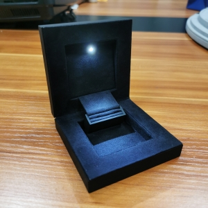 Yadao Custom Lacquer Jewelry Box  LED Ring Box Light Box