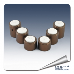 customize wooden round ring display holder with metal clips