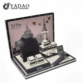 China 2017 Winter New Fashion for Jewelry Display---Leatherette display set with  rivet as ornaments suitable for exhibiting fine jewellery. factory