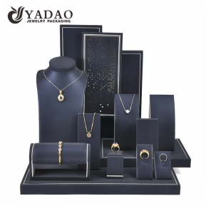 China Chinese Manufacturer Custom Design Pu Leather Metal Sticker Jewelry Display Sets Jewelry Showcase factory