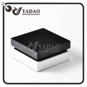 China Handmade wooden bracelet box with shiny finsh black lid and white base quite hot selling in JCK. factory
