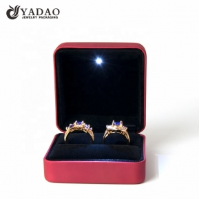 China Hot Sale Fashion New Design High Quality Deluxe Led Bracelet Box Lighted Engagement Proposal Wedding Display Bracelet Case factory