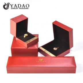 Fabbrica della Cina Jewelry Plastic Box with Metal Piece Decoration