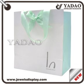 China Luxury paper shopping bag feshion customized paper gift bag factory