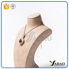 China OEM,ODM cusotmized color material wholesale wonderful nicety handmade resin necklace bust factory