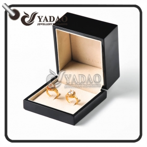 China Personalized glossy wooden ring box suitable for packing couple rings engagement rings and wedding rings factory
