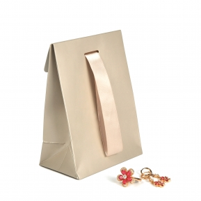 China Wholesale Custom Cardboard Paper Shopping Jewelry Ribbon Bag  fábrica