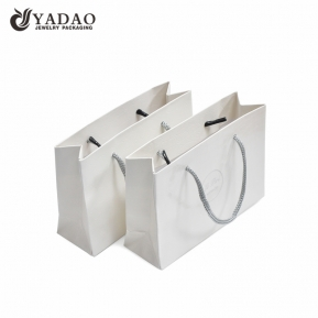 Čína Yadao Handmade Shopping Bag White Color Paper Bag with Twisted Rope and Printing Logo továrna