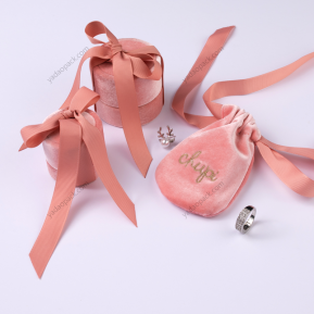 Fabbrica della Cina luxury velvet jewelry packaging pouch bag warm pink color round paper box jewelry pouch gift packaging box and bag with ribbon tie