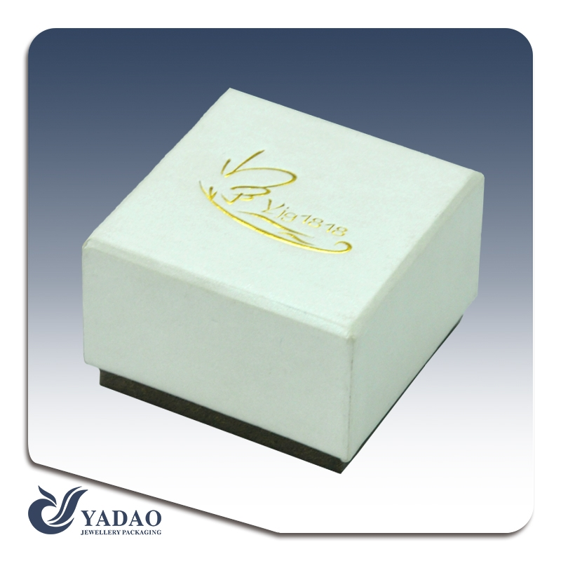 Personalized paper jewelry boxes
